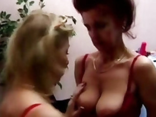 Old ladies trying some lesbian sex